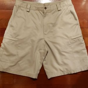 Izod XFG Performance Cargo Golf Shorts Stone EUC